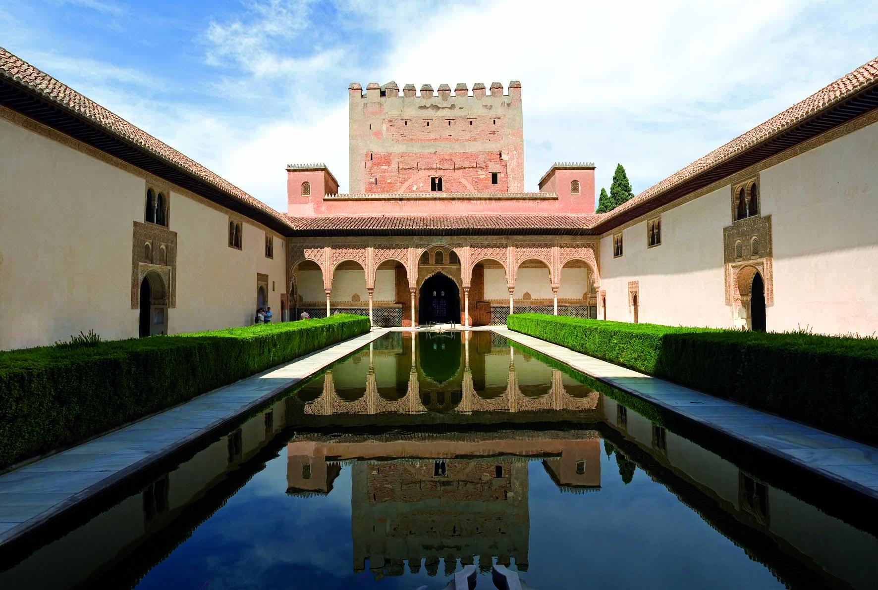 Visita la Alahambra de Granada cuando estudias hotelería y turismo en Les Roches Marbella.